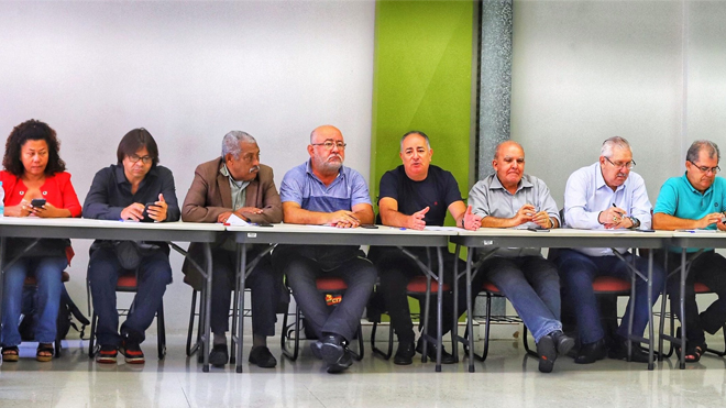 Centrais aprovam agenda de lutas e condenam autoritarismo de Bolsonaro