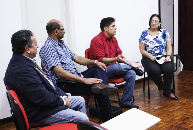 visista_cubano_dirigentes