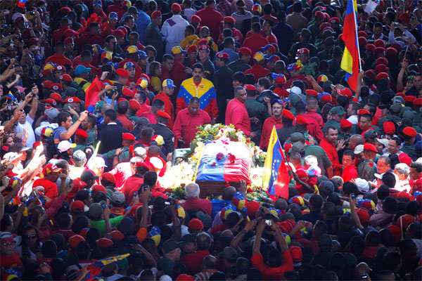 hugo-chavez-enterro-luto