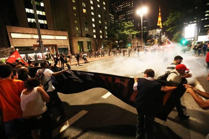 paulista-confronto-pm-manifestante.jpg